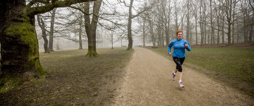 Dorthe løber i Søndermarken.