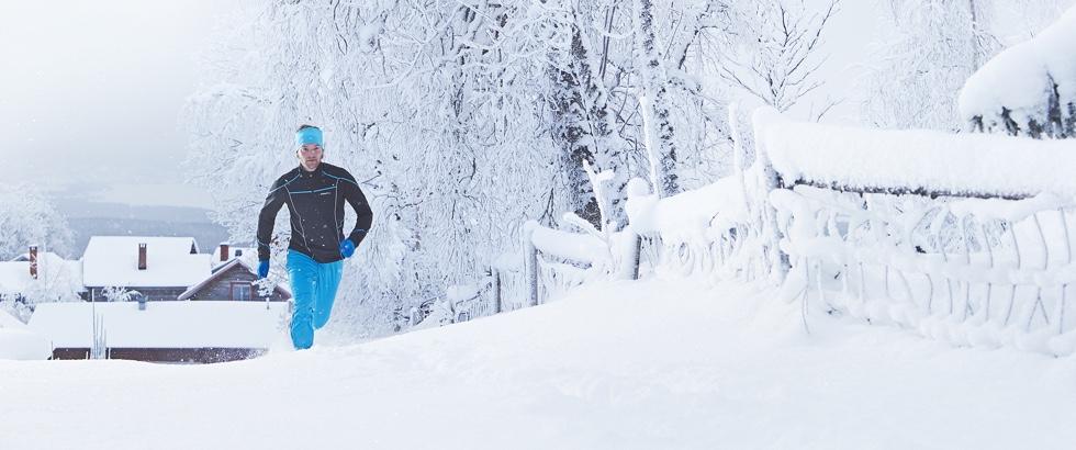 Løber i sneen