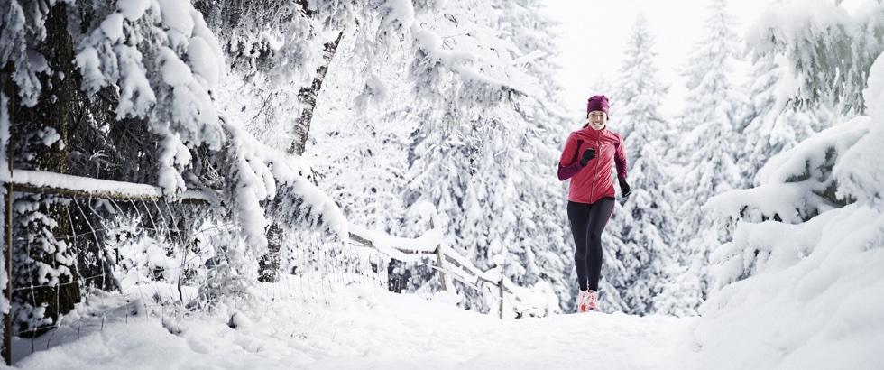 Løber i sneen 2