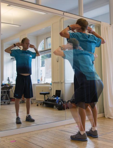 Henrik Them demonstrerer en squat