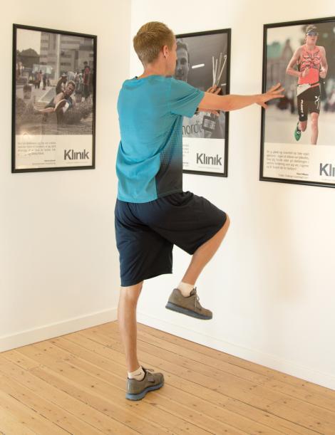 Henrik Them demonstrerer knæløft