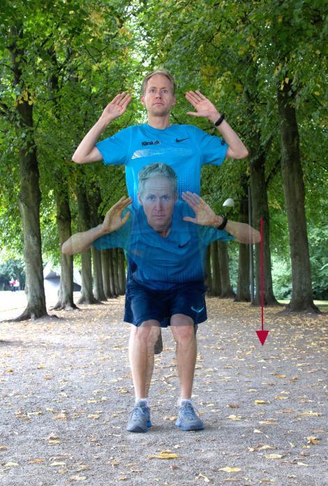 Henrik Them demonstrerer en squat udendørs